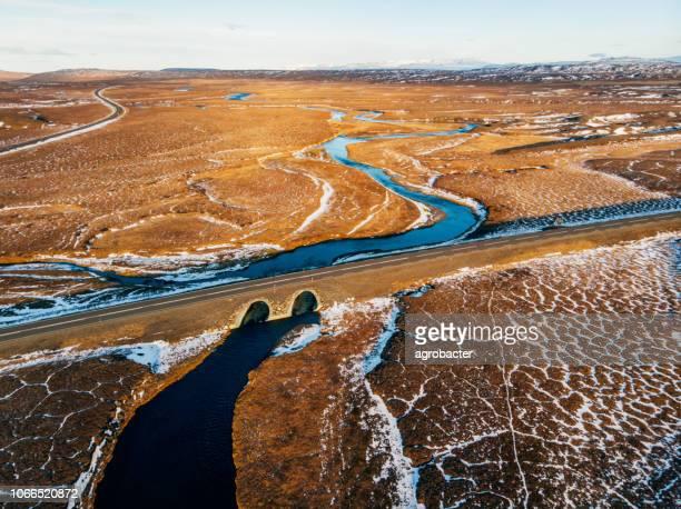 ijslandse luchtfotografie gevangen genomen door de drone. - lagune stockfoto's en -beelden