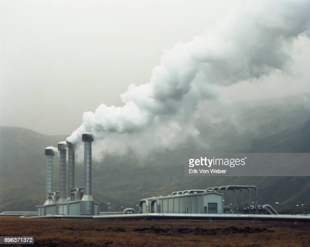 icelandic landscape of geothermal power plant - 火力発電所 ストックフォトと画像