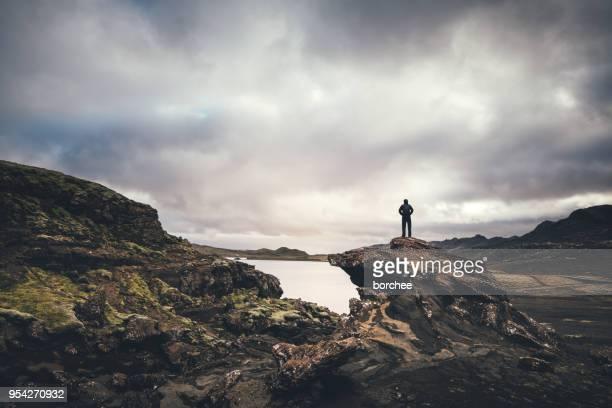 icelandic wilderness - terreno accidentato foto e immagini stock