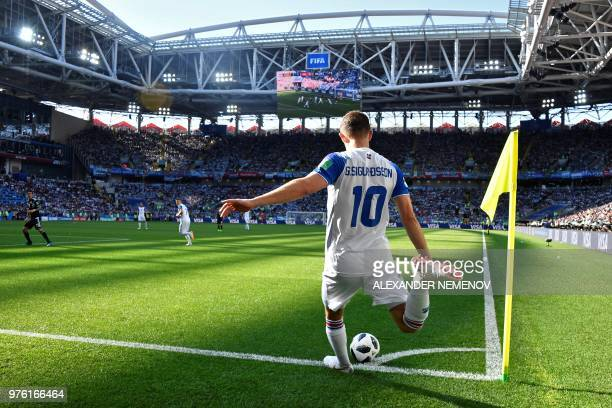 TOPSHOT Iceland's midfielder Gylfi Sigurdsson kicks a corner kick during the Russia 2018 World Cup Group D football match between Argentina and...