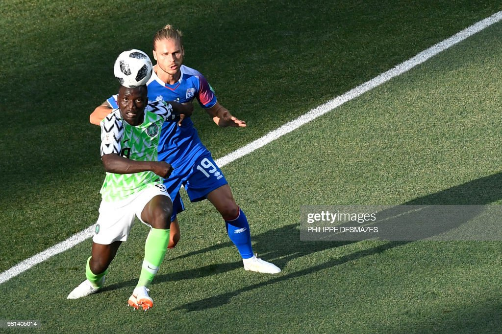 TOPSHOT - Iceland's midfielder Rurik Gislason challenges Nigeria's midfielder Oghenekaro Etebo (L) during the Russia 2018 World Cup Group D football match between Nigeria and Iceland at the Volgograd Arena in Volgograd on June 22, 2018. (Photo by Philippe DESMAZES / AFP) / RESTRICTED