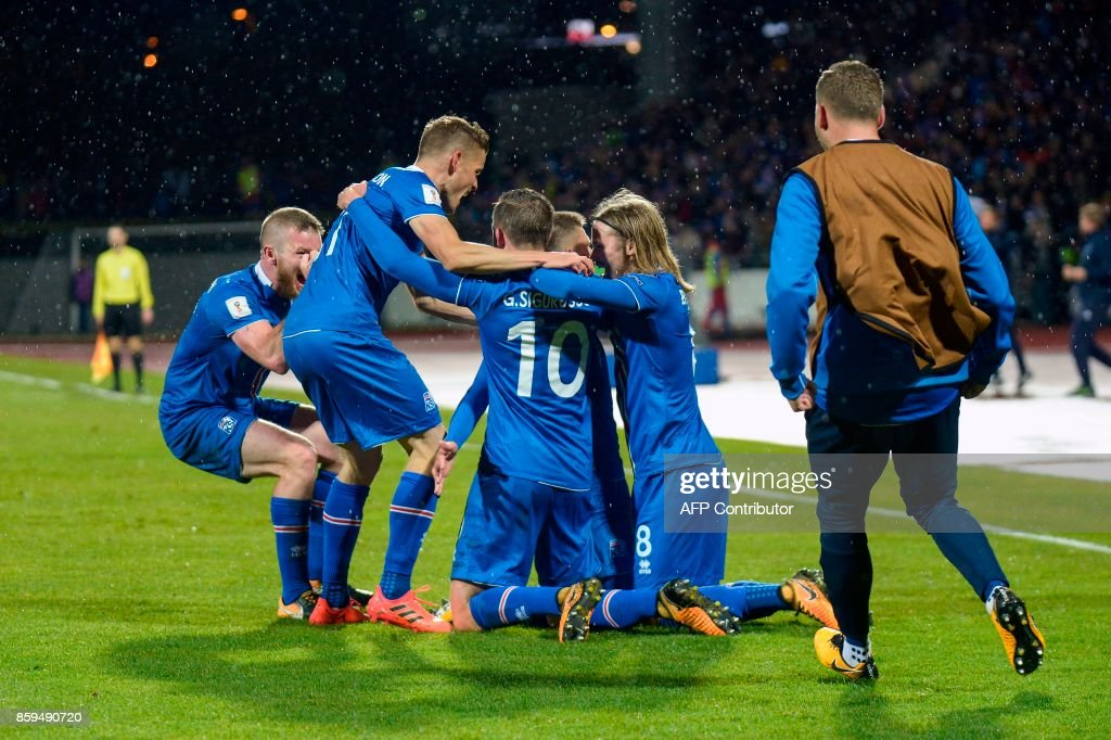 Iceland's players celebrates scoring during the FIFA World Cup 2018 qualification football match between Iceland and Kosovo in Reykjavik, Iceland on October 9, 2017. Iceland qualified for the FIFA World Cup 2018 as smallest country ever after beating Kosovo 2-0 at home in Reykjavik. / AFP PHOTO / Haraldur Gudjonsson
