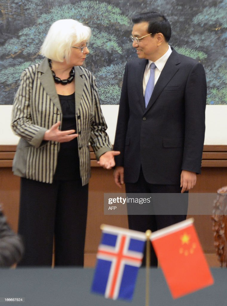 Iceland's prime minister Johanna Sigurdardottir (L) talks with Chinese Premier Li Keqiang during a signing ceremony at the Great Hall of the People in Beijing on April 15, 2013. Sigurdardottir will also meet with former premier Wen Jiabao and President Xi Jinping, on a visit that will include the signing of a trade deal between Reykjavik and Beijing after six years of negotiations.