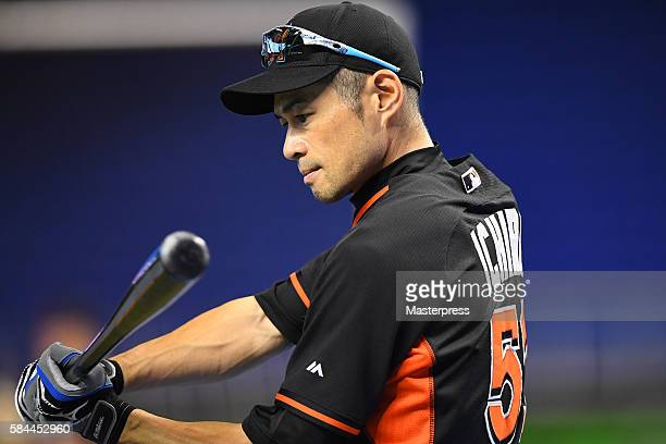 Ichiro Suzuki of the Miami Marlins takes batting practice before the game between St Louis Cardinals and Miami Marlins at Marlins Park on July 28...