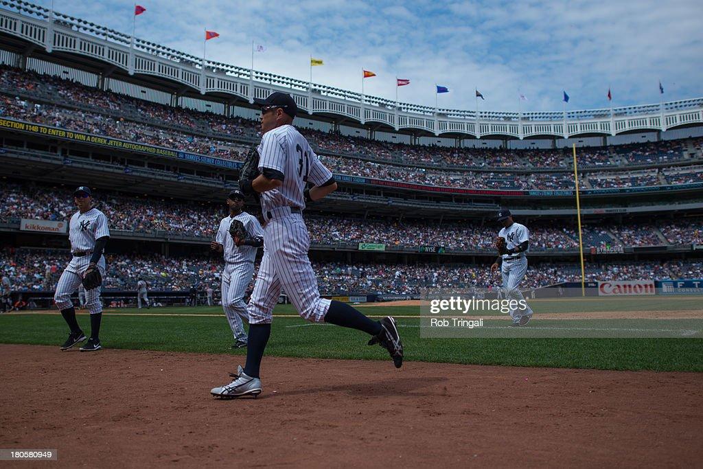 90ff85ee7c2 Ichiro Suzuki of the New York Yankees runs back to the dugout with ...