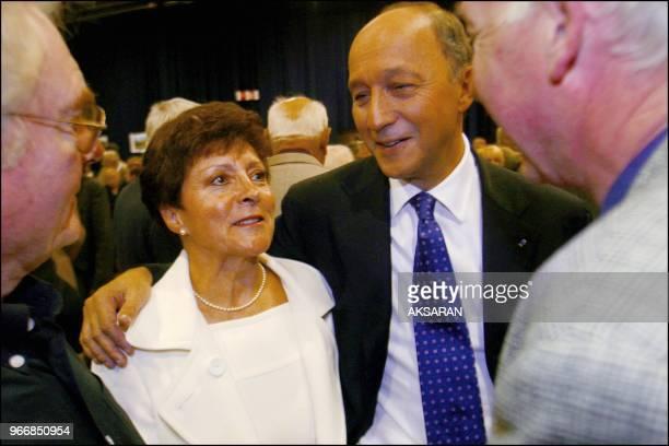 Ici Laurent Fabius avec Françoise Imbert latournée des militants Ici Laurent Fabius avec Françoise Imbert latournée des militants