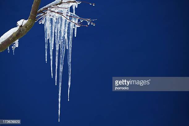 Eiszapfen auf Blau