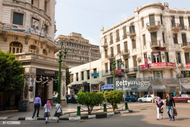 iconic cafe groppi on talaat harb square the heart of downtown cairo - luogo d'interesse locale foto e immagini stock