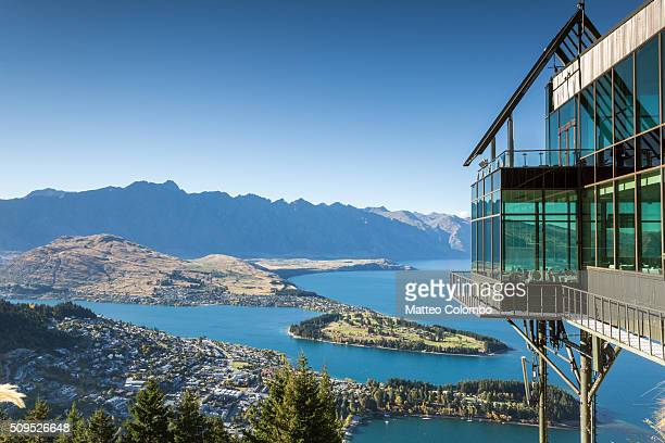iconic elevated view of queenstown, new zealand - the remarkables stock-fotos und bilder