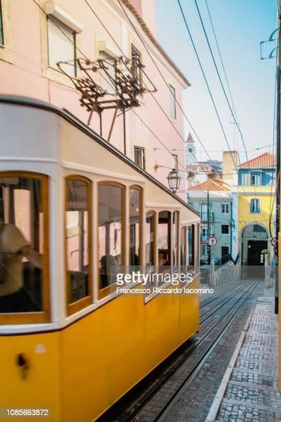iconic lisbon tram, elevador da bica. portugal - iacomino portugal foto e immagini stock