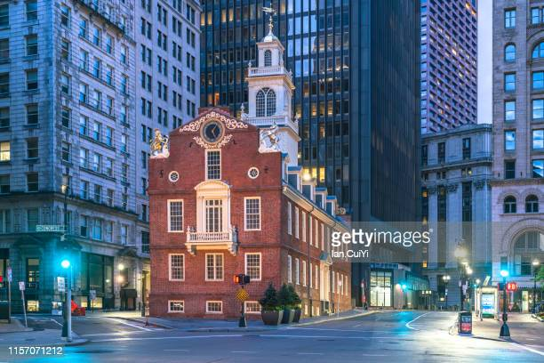 iconic old state house at dawn, boston, massachusetts, united states (dusk) - アベニュー ストックフォトと画像