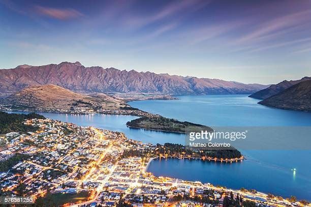iconic queenstown cityscape at dusk, new zealand - otago region stock pictures, royalty-free photos & images