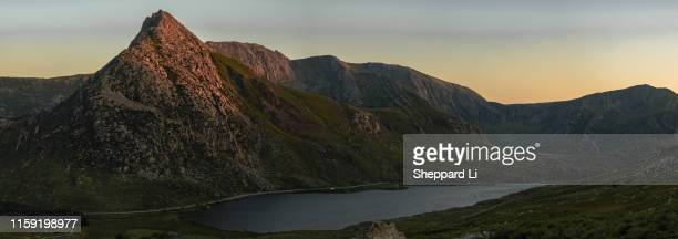 iconic tryfan pano - rock wall stock pictures, royalty-free photos & images