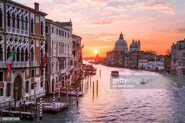 iconic venice, grand canal, italy - canale grande venedig stock-fotos und bilder