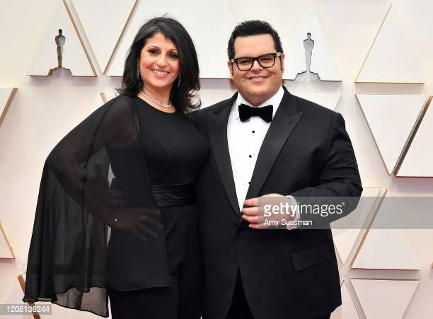 Ida Darvish and Josh Gad attend the 92nd Annual Academy Awards at Hollywood and Highland on February 09, 2020 in Hollywood, California.