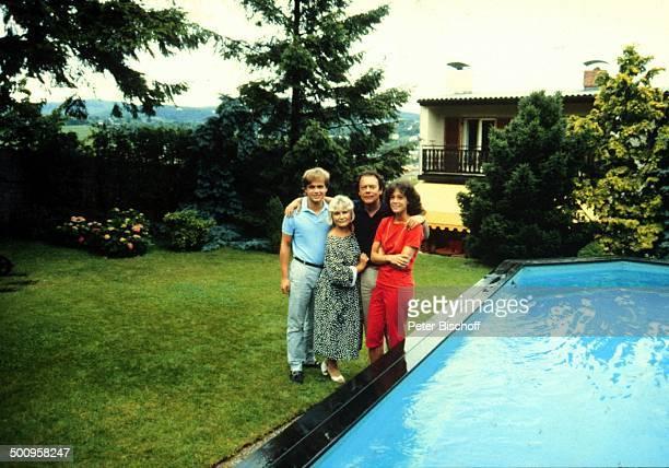 Ida Krottendorf mit Kindern Sascha Alexander Wussow und Barbara Fortell Klausjürgen Wussow Homestory Wien Swimmingpool Promi Foto PBischoff