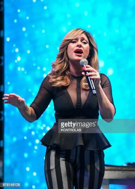 Ida Rendano neapolitan singer performing live in Naples city
