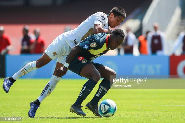 Idekel Dominguez of Pumas struggles for the ball with Alex Mina of America during the seventh round match between Pumas UNAM and America as part of...