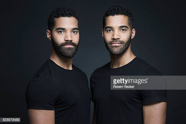 identical twin brothers - twin stock pictures, royalty-free photos & images