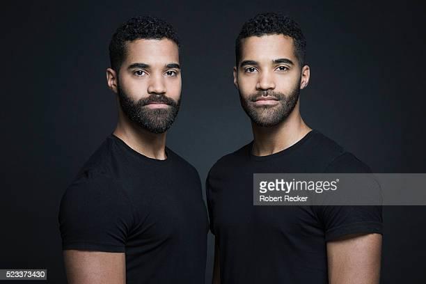 identical twin brothers - 双子 ストックフォトと画像