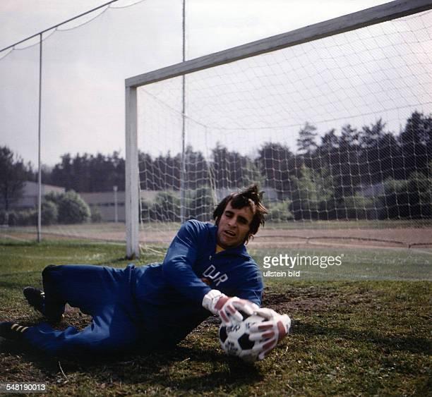 Identisch mit Croy, Juergen *- Fussballtorwart, DDR Olympiasieger 1976 - Vorbereitung auf die Fussball-WM, Training in Kienbaum - 1974