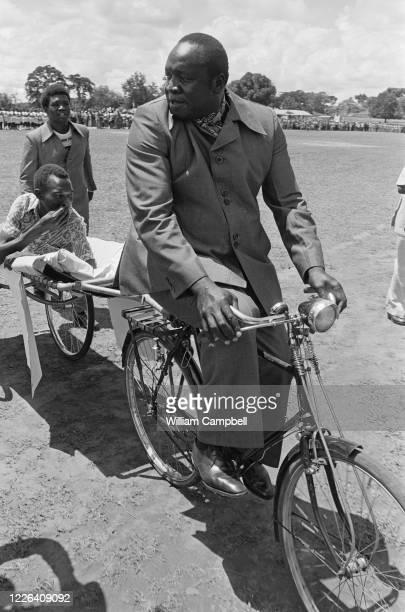 Idi Amin Dada Président de l'Ouganda lors d'une journée exceptionelle de festivités à Kitgum , l'occasion pour le Maréchal Président de participer...