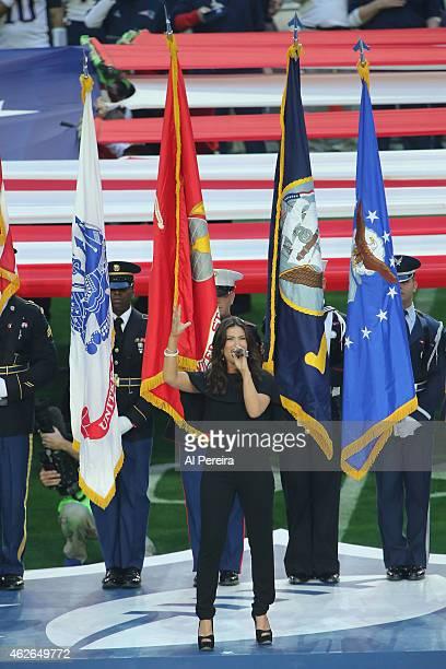 Idina Menzel performs 'The Star Spangled Banner' at University of Phoenix Stadium on February 1 2015 in Glendale Arizona