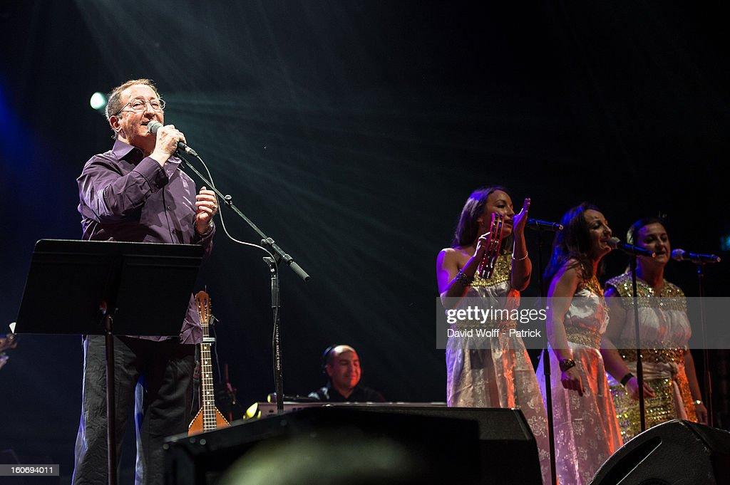 Idir In Concert At L'Olympia : Foto di attualità