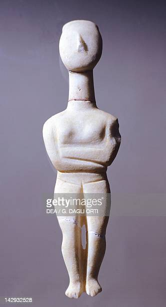 Idol in Paros marble from Amorgos Greece Cycladic civilization 35001050 BC Athens Ethnikó Arheologikó Moussío
