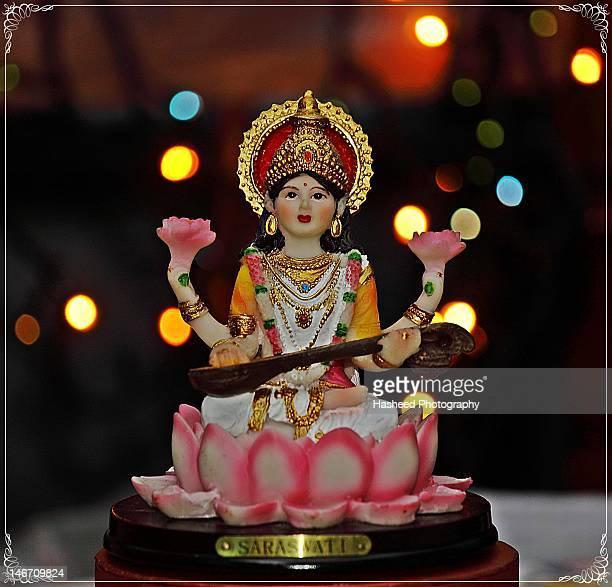 idol of lord saraswati - dieu hindou photos et images de collection
