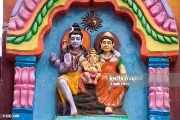 idols of lord shiva with parvati and infant ganesh at pune, maharashtra, india - シバ神 ストックフォトと画像