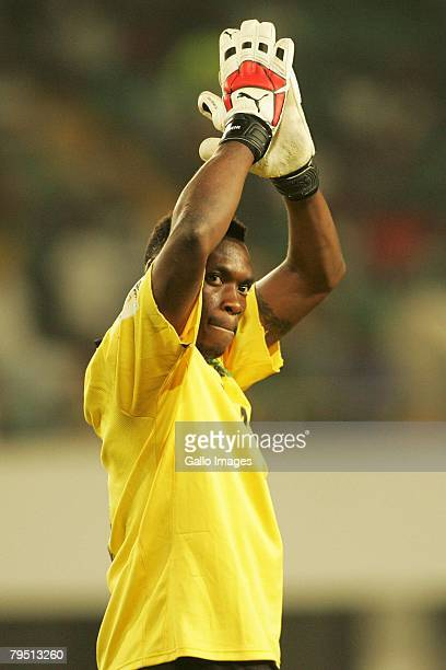Idris Carlos Kameni of Cameroon celebrates their win during the AFCON Quarter Final match between Tunisia and Cameroon at the Tamale Stadium February...