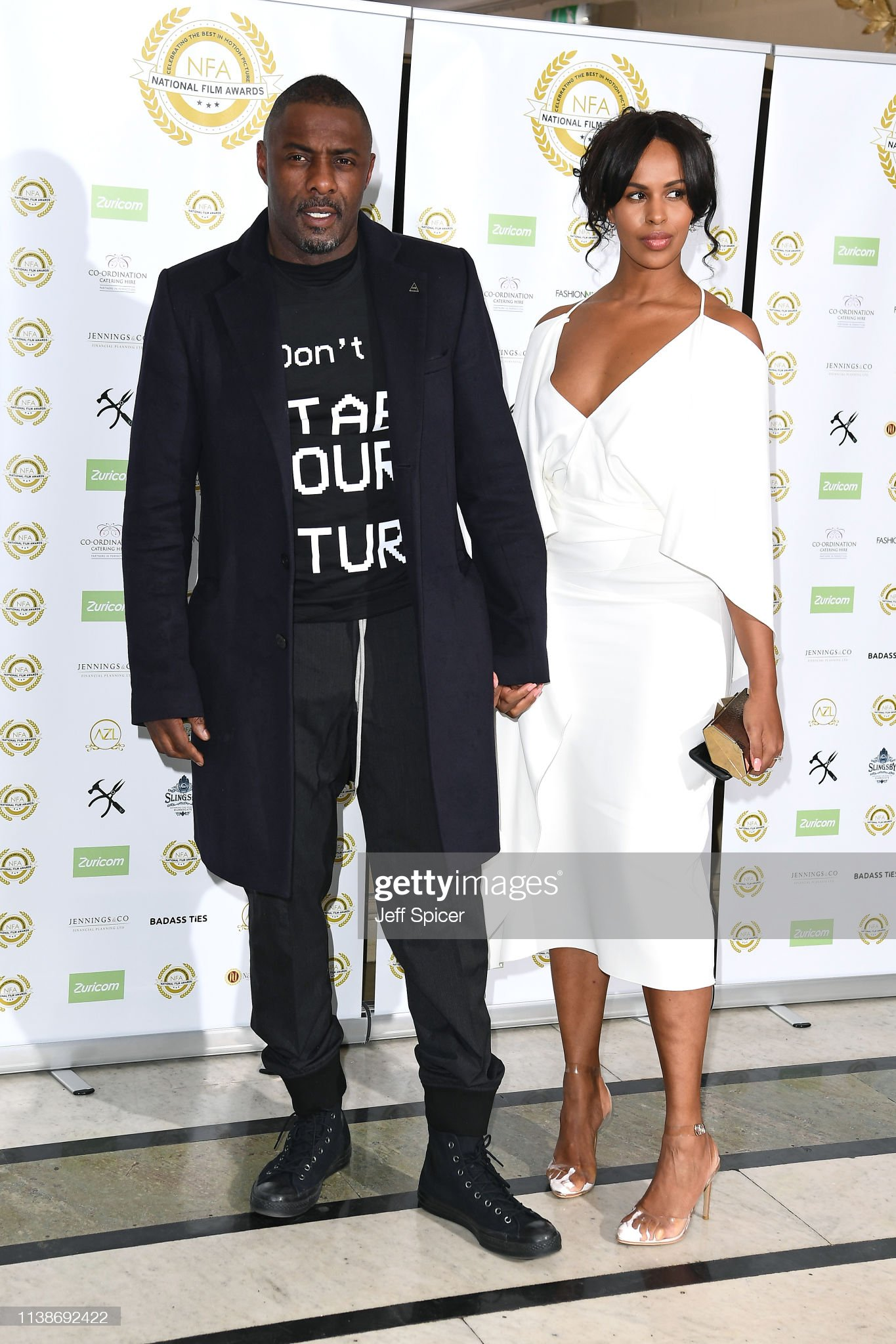 ¿Cuánto mide Idris Elba? - Real height Idris-elba-and-sabrina-dhowre-attend-the-national-film-awards-at-on-picture-id1138692422?s=2048x2048