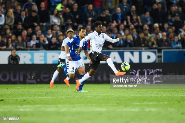 Idriss Saadi of RC Strasbourg and Adrien Tameze of OGC Nice during the Ligue 1 match between Strasbourg and OGC Nice at on April 28 2018 in Strasbourg