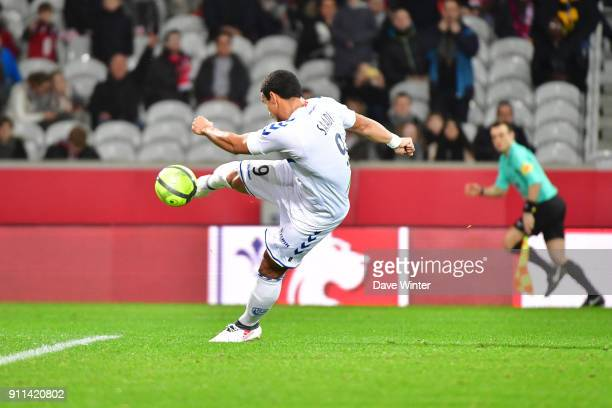 Idriss Saadi of Strasbourg equalises during the Ligue 1 match between Lille OSC and Strasbourg at Stade Pierre Mauroy on January 28 2018 in Lille...