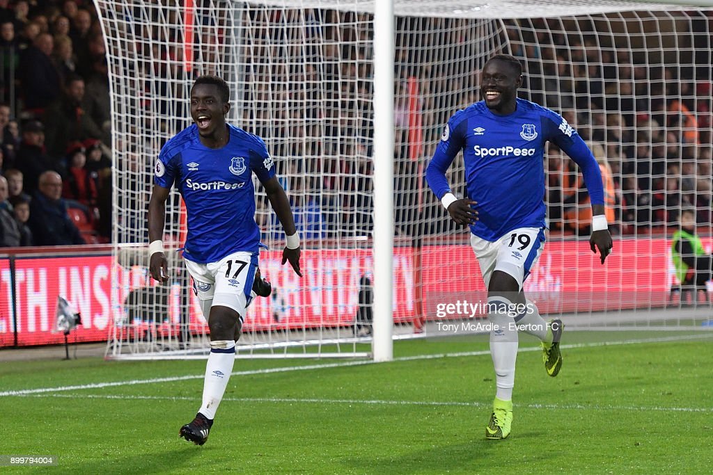 Idrissa Gueye of Everton celebrates his goal with Oumar Niasse (R) during the Premier League match between AFC Bournemouth and Everton at the Vitality Stadium on December 30, 2017 in Bournemouth, England.