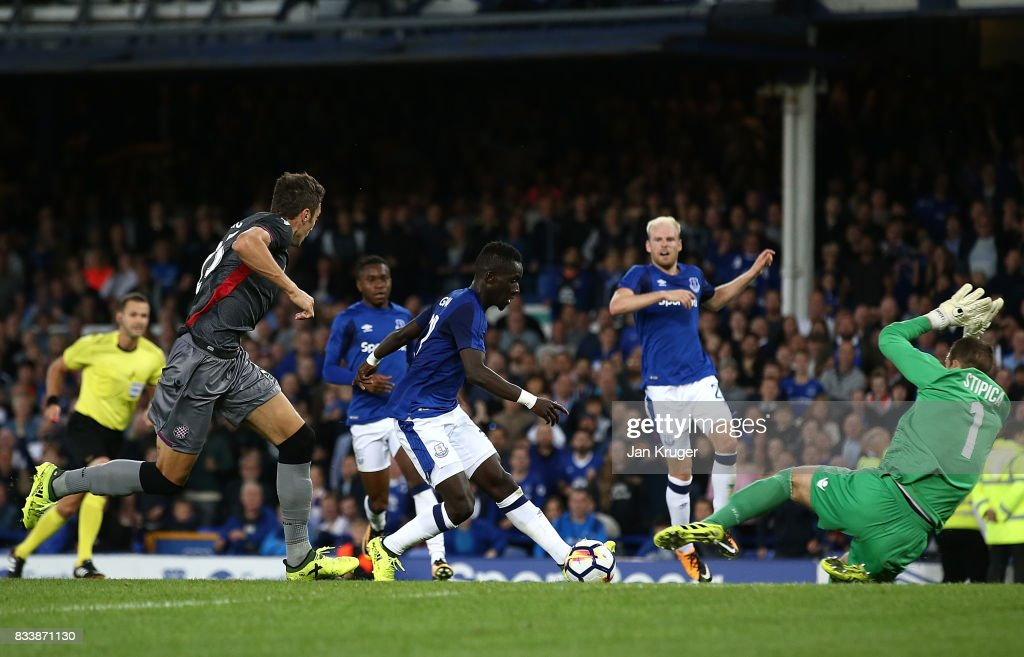 Idrissa Gueye of Everton scores his sides second goal during the UEFA Europa League Qualifying Play-Offs round first leg match between Everton FC and Hajduk Split at Goodison Park on August 17, 2017 in Liverpool, United Kingdom.