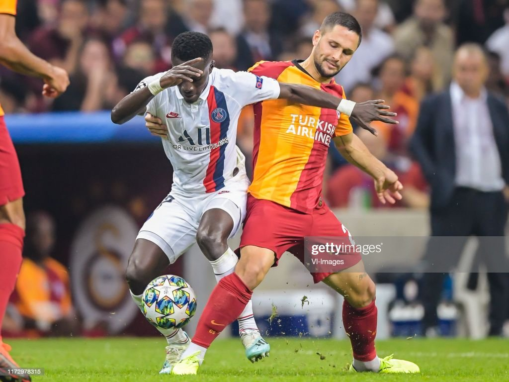 "UEFA Champions League""Galatasaray AS v Paris St. Germain"" : News Photo"