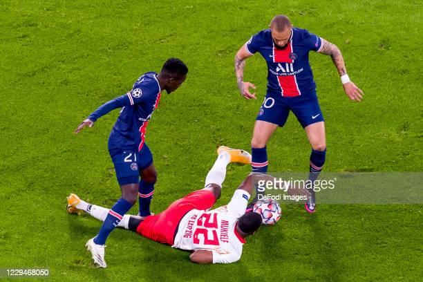 Idrissa Gueye of Paris Saint-Germain, Nordi Mukiele of RasenBallsport Leipzig undLayvin Kurzawa of Paris Saint-Germain battle for the ball during the...