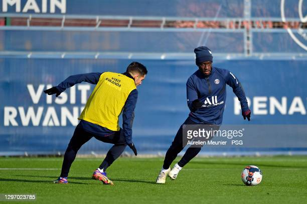Idrissa Gueye runs with the ball during a Paris Saint-Germain training session at Ooredoo Center on January 18, 2021 in Paris, France.
