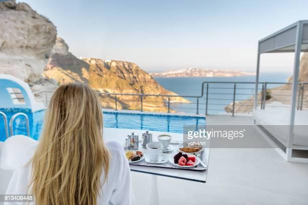 idyllische frühstück & morgen - terrassenfeld stock-fotos und bilder