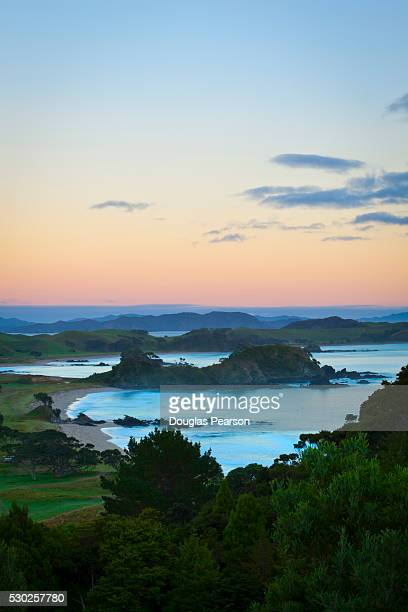 idyllic coastal landscape near whangarei, northland, north island, new zealand, pacific - whangarei heads stock pictures, royalty-free photos & images