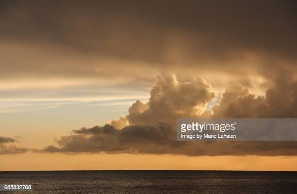 Idyllic horizon view of cloudy sky over the ocean