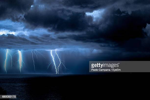 idyllic shot of lightning over sea - thunderstorm stock pictures, royalty-free photos & images