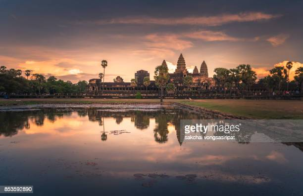 idyllic view of dramatic sky during sunset at ankor wat, siem reap,cambodia - kambodschanische kultur stock-fotos und bilder