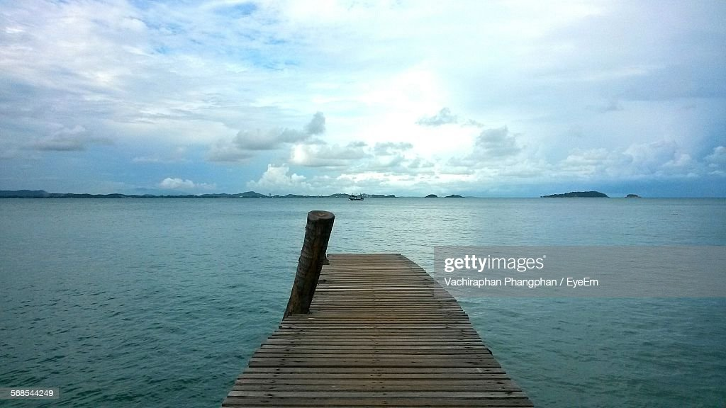 Idyllic View Of Pier On Sea Against Sky : Stock Photo