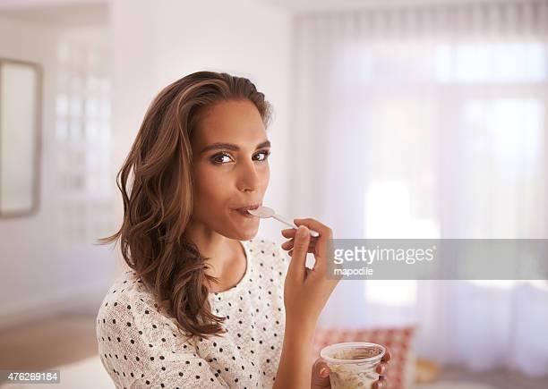 wenn wir sind, was wir essen, und ich bin sweet - dessert stock-fotos und bilder