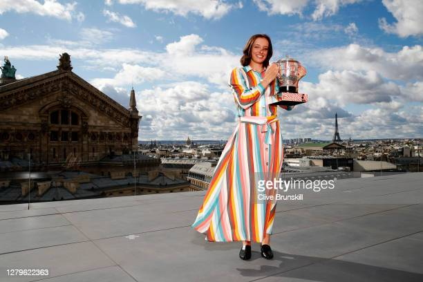 Iga Swiatek of Poland poses on the rooftop of les Galeries Lafayettes Rue de la Chaussee d'Antin with the Suzanne Lenglen Cup following her victory...