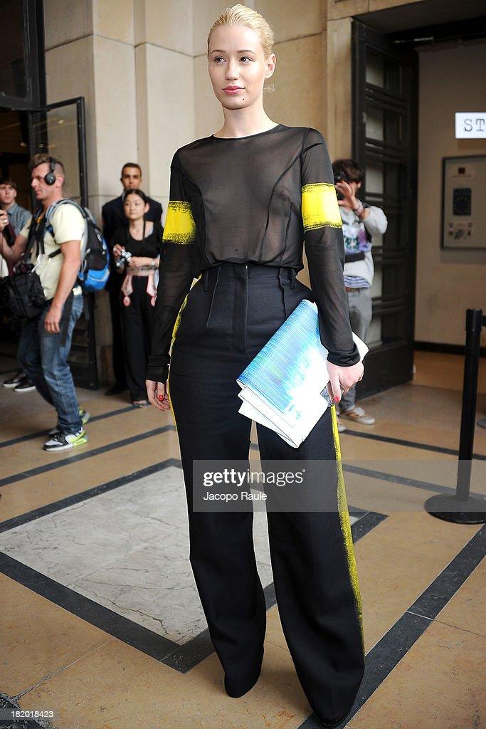Maison Martin Margiela - Outside Arrivals - Paris Fashion Week - Womenswear SS14 - Day 4 : News Photo