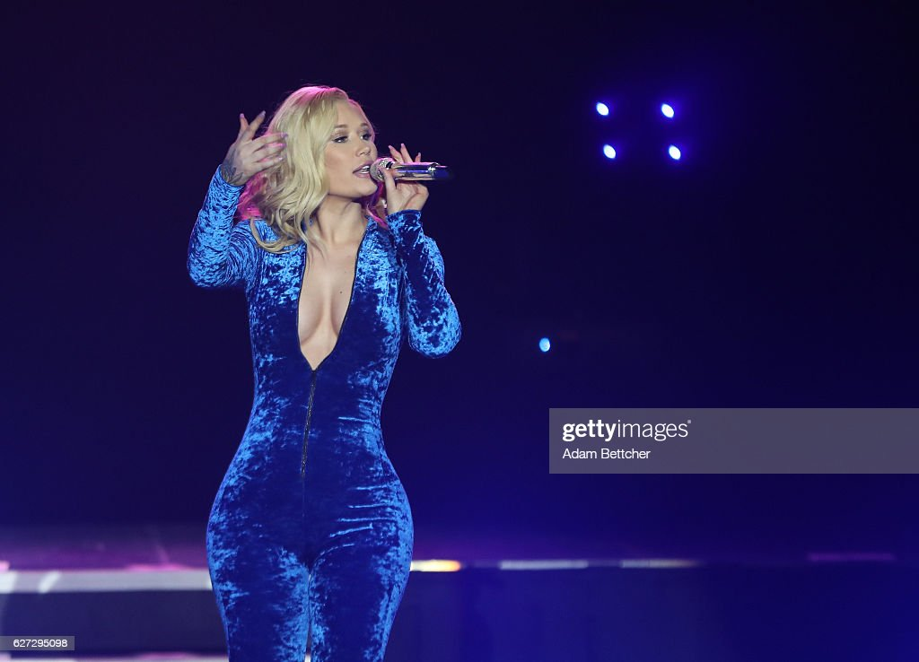Iggy Azalea Performs At Mystic Lake Hotel On December 2 2016 In Prior